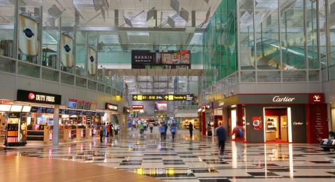 Terminal 3 transit retail area