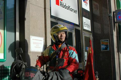Chen Liangquan från Kina reser jorden runt för att sprida sitt fredsbudskap