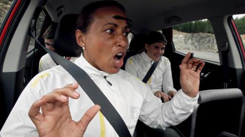 Kan tre personer köra en bil tillsammans - bara genom viljekraft?