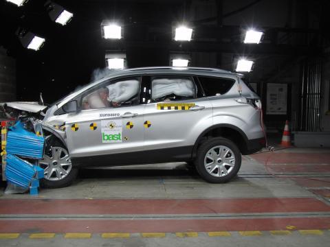 Kolme Ford-mallia saivat luokkansa parhaat tunnustukset Euro NCAP:ltä vuonna 2012: Kuga, Transit Custom ja B-MAX omien luokkiensa turvallisimpia