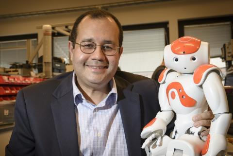 Walid Taha tilldelas årets pedagogiska pris.