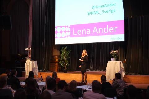 Prisutdelare Lena Ander på scen