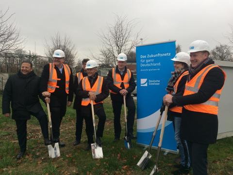 Spatenstich zum Glasfaser-Netzausbau im Gewerbegebiet in Kempen