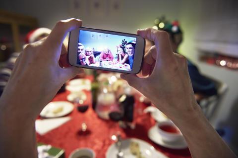 Vi lagde mobilen væk under julemiddagen