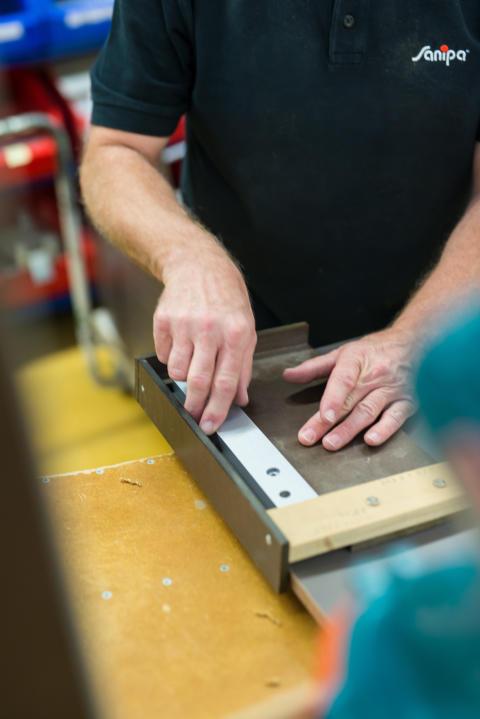 Moderne Badmöbelproduktion – Möbelhersteller Sanipa investiert