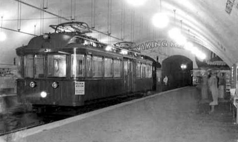 Utstilling og juledekorasjon på nedlagte Valkyrie plass T-banestasjon