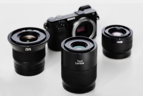 Zeiss Touit-familien, gruppebillede med Nex-kamera