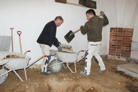 To murere solder i Søby Kirke - Limoges-figur