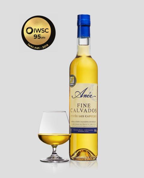 "Guldmedalj för ""folkets calvados"" - Anée fine Calvados des Capucins."