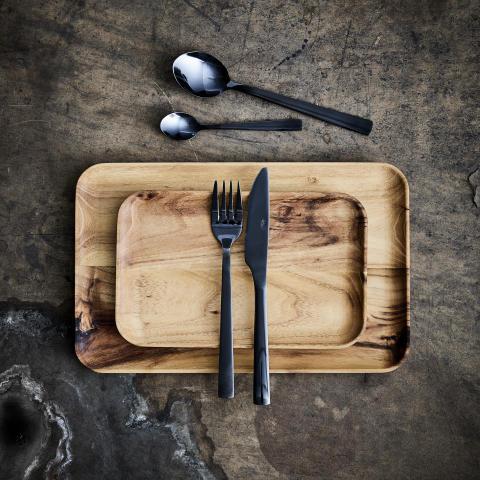 aida RAW tallerkener i teak, miljøfoto