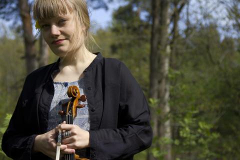 Alva Granström, fiol, student i folkmusik vid Kungl. Musikhögskolan (KMH) och medverkande i folkmusikinstitutionens julkonsert 2015