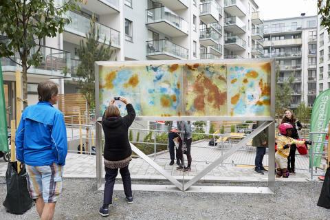 Konstverket Årstiderna av Haidar Mahdi, på gården i nybyggda kvarteret Syllen i Årstadal.