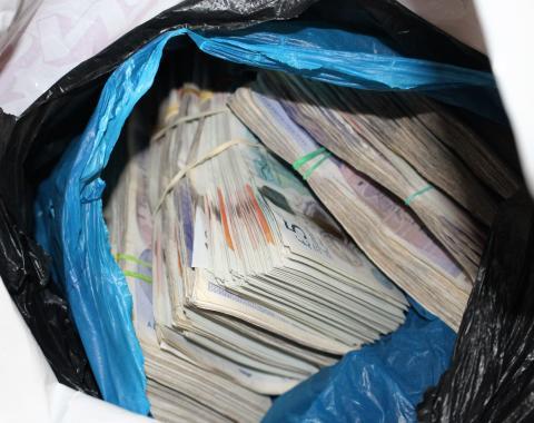 E 02 18 Bundle of cash in bag