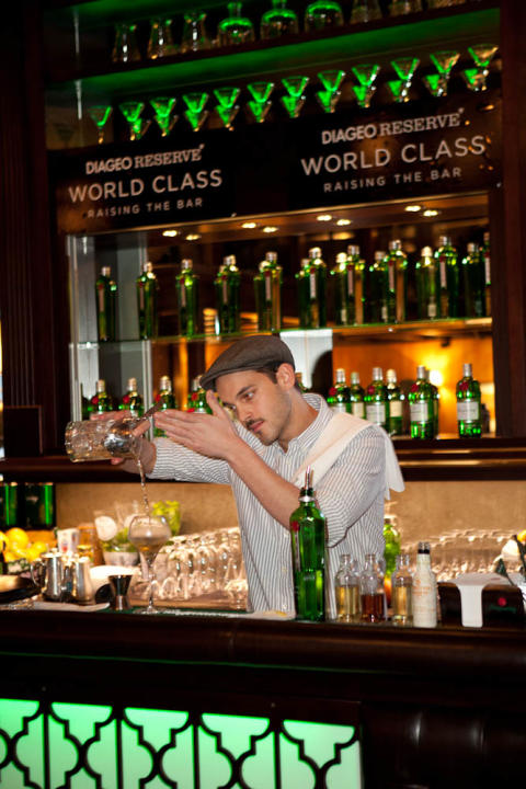 Första svensken har gått vidare i bartendertävlingen World Class