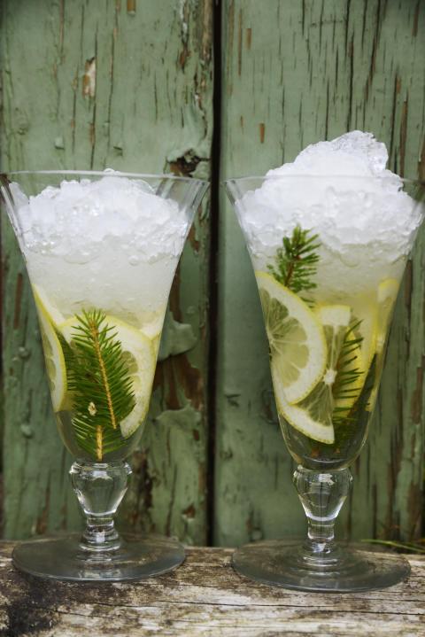 Gransris- och vodkadrink med honung från Kalf & Hansen