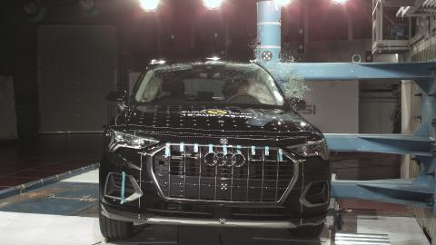 Audi Q3 - side pole impact test - Dec 2018