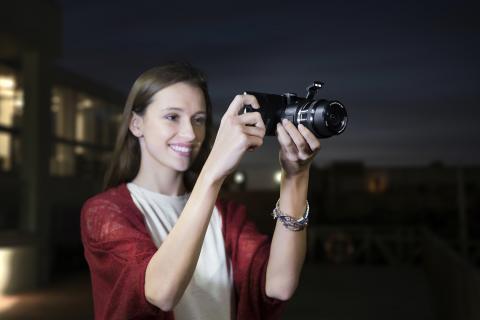 Sony erweitert das Angebot an Lens-Style Kameras und präsentiert ein neues Wechselobjektiv-Konzept