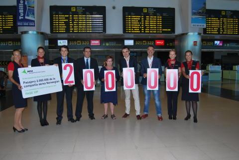 Norwegian da la bienvenida a su pasajero  dos millones en el aeropuerto de Gran Canaria