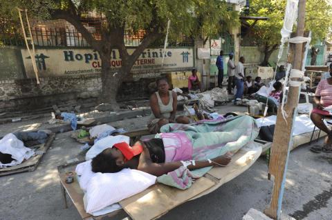 3: Läkare Utan Gränser behandlar skadade i jordbävningen på Haiti