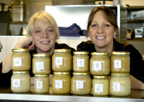 Systrarna Brydling korade vinnande honung i Uppsala läns biodlardistrikt