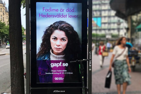 "I samarbete med JCDecaux: Kampanjen ""Fadime är död - hedersvåldet lever"" mot hedersförtryck"