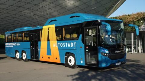 Scania Deutschland liefert CNG-Bus an Autostadt