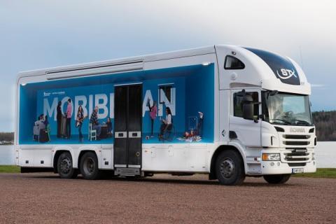 Lindesberg köper ny bokbuss för flyktingbidrag