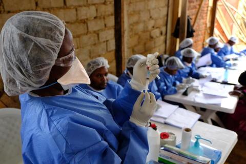 En humanitär julkalender: Brist på förtroende försvårar kampen mot ebola