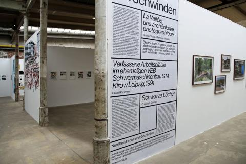 f/stop 8. Festival für Fotografie Leipzig - Blick in die Hauptaustellung in Halle 12