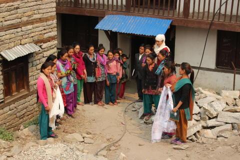 Flickorna på elevhemmet i Mangri. Foto Matilda Hector