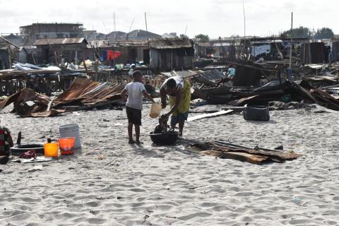 Nigeria: Dödliga tvångsvräkningar av invånare vid kustnära samhällen