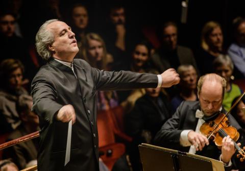 Kungliga Filharmonikerna Honeck ersätter Muti