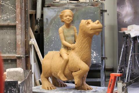 Nikes kompisar ställer ut skulpturer på Stadsbiblioteket i Göteborg.