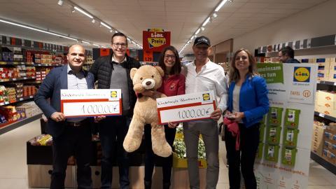Axel Schulz kassiert bei Markt-Neueröffnung - Lidl spendet 2.000 Euro an Bärenherz
