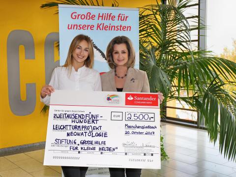 """Santander spendet 2 500 Euro an Stiftung """"Große Hilfe für kleine Helden"""""""