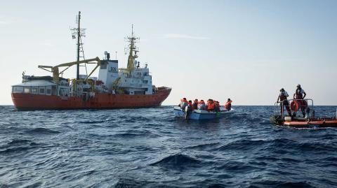 Räddningsfartyget Aquarius under en räddningsinsats på Medelhavet i september 2019.