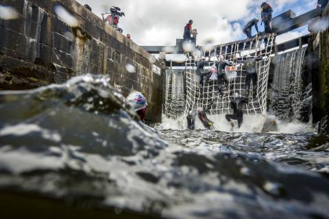 Sveriges första swimclimb uppför Göta Kanals längsta slusstrappa