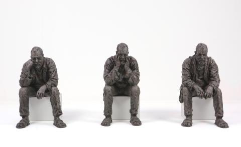 Sean Henry, Seated Man Triptych, 2016, bronze, oil paint, wood, each figure 30 cm high, ed.9