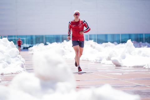 Triatlonlandslaget trener i snøen i Sierra Nevada