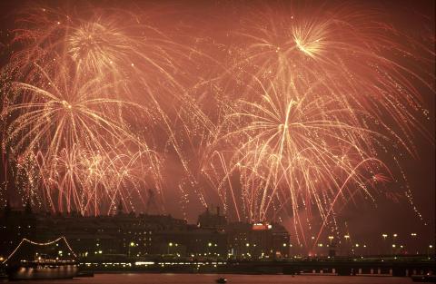 Drakar, eldar och champagne – ny bok om nyårsfiranden