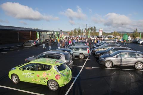 Det var godt oppmøte av kunder og prominente gjester under åpningen av Norges grønneste butikk.