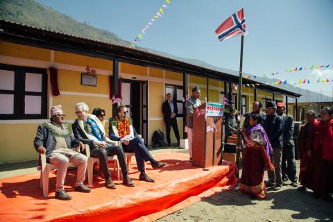 Eksteriør - Utviklingsminister Nikolai Astrup åpnet Shree Devitar Basic School i Dolakha i Nepal