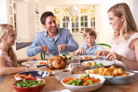 Familjemiddagen helig för svenskarna - nästan hälften äter tillsammans varje dag