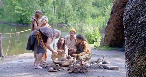 Arkeologens dotter_ep4_matdags vid lägret