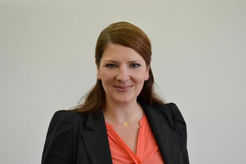 Anja Hofmann, Gründungs- und Vorstandsmitglied der Deutschen Bildung