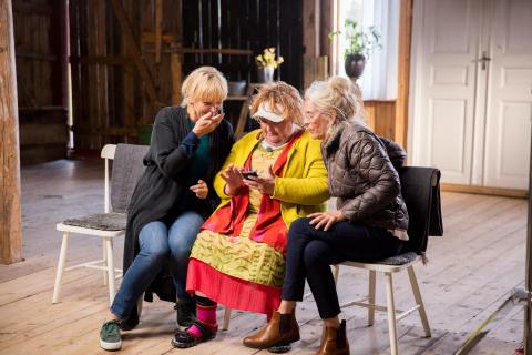 Mer digital kontakt för äldre med tittarsuccén Seniorsurfarna
