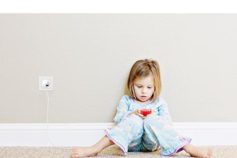 Kiinteä USB-latauspistoke lisää kodin sähköturvallisuutta