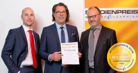 """IBN: Absolvent erhält Studienpreis """"Fernlerner des Jahres 2018"""""""
