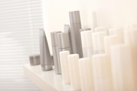 """Nouryon präsentiert ein biobasiertes Polymer für """"schwereloses"""" Haarstyling"""