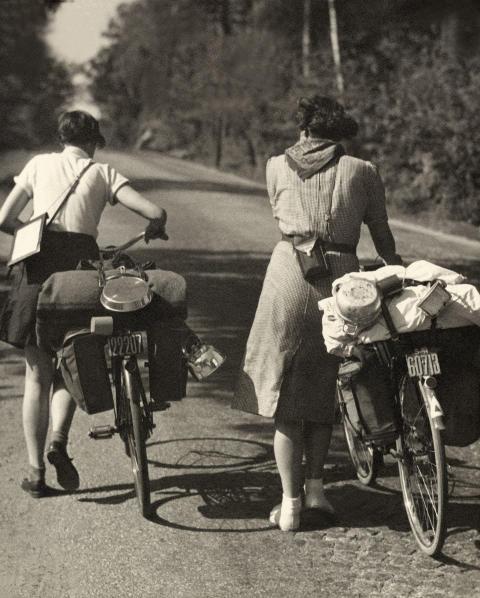 Pressinbjudan: Från snörliv till solliv - Kvinnors friluftskläder 1880-1940